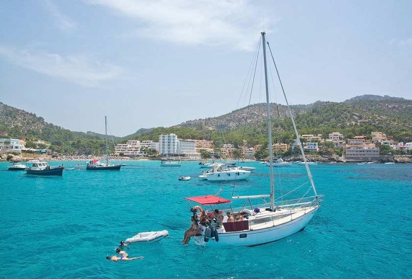 sejlskibe, strand og hoteller i Santa Ponsa