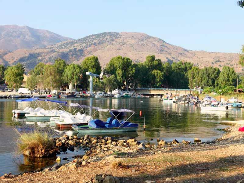 Vandcykler i Almiros floden i Geogioupolis, Kreta, Grækenland.
