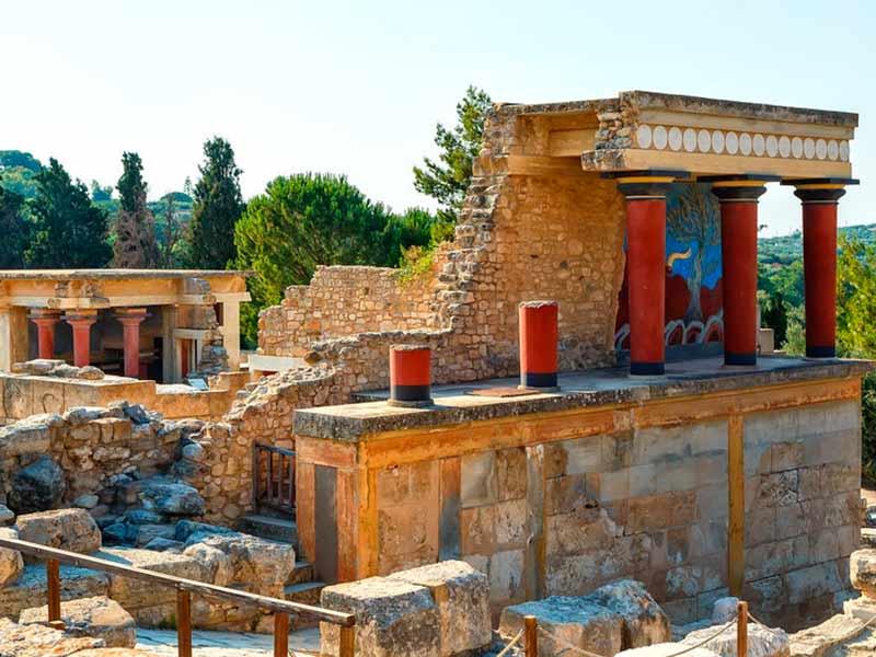 Billede af paladset i Knossos på Kreta, Grækenland.